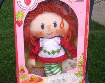 Vintage Strawberry Shortcake Rag Doll Kenner 1981 Mint in Box!