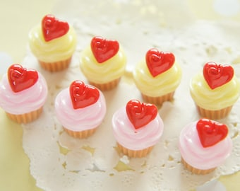 8 pcs Heart On Top Butter Cream Cupcake Cabochon (15mm H19mm) CD628
