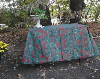 Christmas Tablecloth 60 x 64 Oval Tablecloth Vintage Tablecloth Christmas Decorations Holiday Table Decor Red Green Gold Tablecloth Paisley