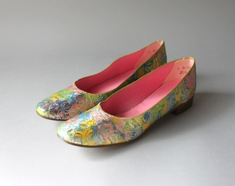 1960s Shoes / Vintage 60s Golden Brocade Shoes / Sixties Metallic Floral Flats