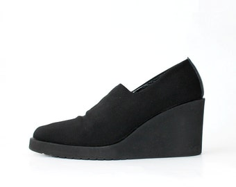1990's RUSSELL & BROMLEY by Donald J. Pliner Black Wedges
