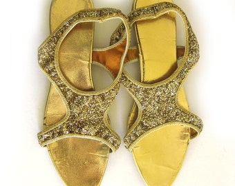 1950s 1960s Gold Glitter Slippers Sandals Feather Mocs Foldable Footwear / Size 7-7.5