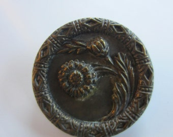Vintage Buttons - 1 Collector molded brass metal extra large Victorian sunflower design, pictorial  (jan 87b)