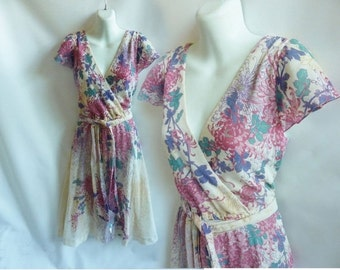 Vintage 70s Dress size L beige Pink Green Floral Cotton Gauze surplice Frock