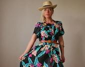 1980s Hawaiian Hilo Hattie Dress >> Small to Medium