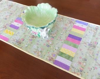 Easter Quilted Table Runner/Handmade Easter Table Runner/Spring Table Runner/Easter Table Topper/Spring Tablerunner/Quilt Easter Table Decor