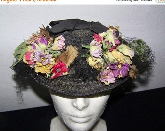 End  Of Summer SALE Charming Vintage 1940's-50s Woman's Straw Hat Flowers Retro