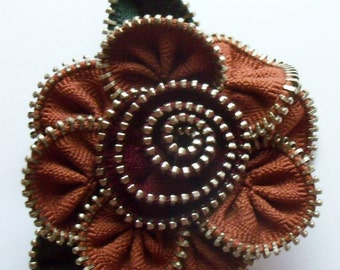 Cinnamon and Cranberry Floral Brooch / Zipper Pin by ZipPinning 3015
