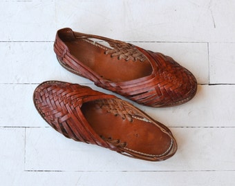 Oxblood Huarache slip ons | vintage 1970s woven huarache sandals | woven leather sandals 9