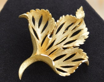 On Sale Pretty Vintage Brushed Gold tone Leaf Brooch, Pin (AC17)