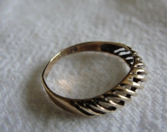Simple rose gold 10k ring size  5.5
