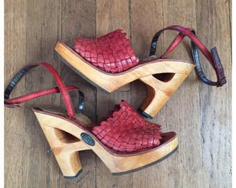 VINTAGE 70s PLATFORM wood and leather sandal size 6