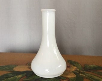 White Vase Vintage Milkglass Milk Glass Bud Vase Shabby Chic Tea Party Centerpiece