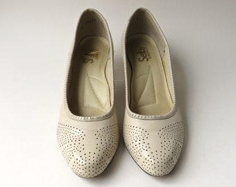 70s/80s vintage Selby Comforts Perforated Ivory Leather Pumps