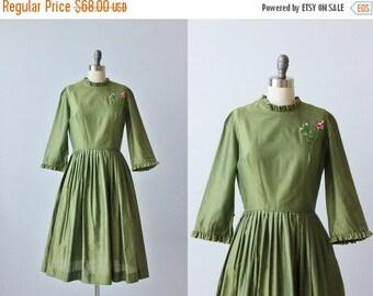 SALE Vintage 1950s Green Dress / 50s Dress / Rose Applique / Cotton Dress / Gathered Skirt