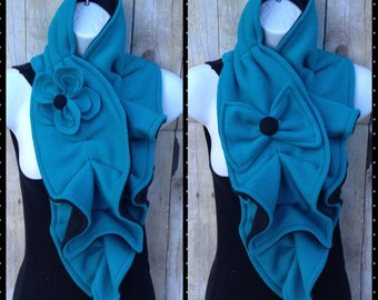 Fleece scarf with bow or flower