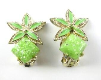 Vintage Green Speckle Star Shape Clip on Costume Earrings