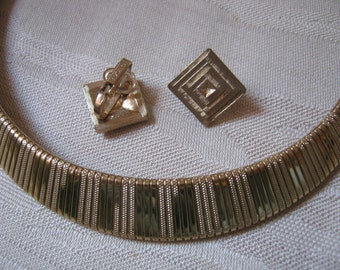 Vintage classic ribbed goldtone collar clip earrings set, Avon small geometric clip earrings, professional goldtone necklace earrings set