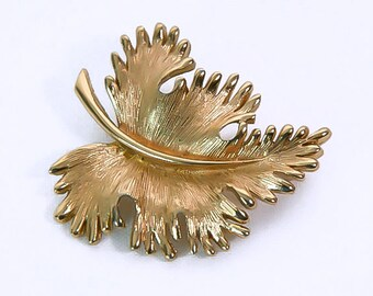 1970s MONET Textured Gold Tone Leaf Leaves Vintage Pin Brooch
