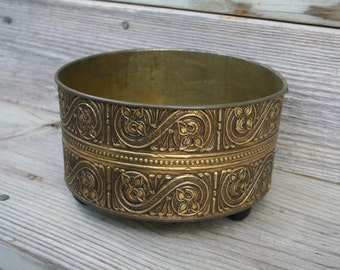 Beautiful Vintage Round Tin Container