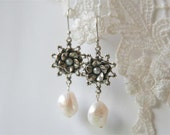 Silver Pearl Earings, Copper Pearl Earrings, Wedding earrings, Bridal Earrings, Dangle Earrings, Miriam Haskell style jewelry, Free shipping