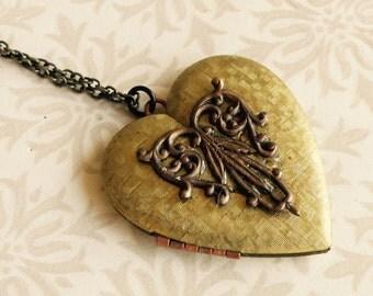 Vintage brass heart locket with brass filigree , vintage heart locket, vintage locket, heart necklace, heart pendant, valentine's gift