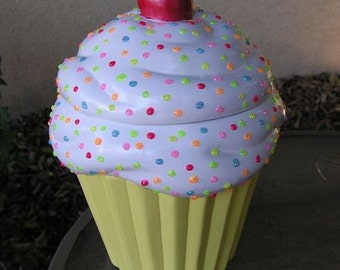 Rainbow 3-D Marshmellow Sparkling Candy Dots Cupcake Jar Pastel Yellow