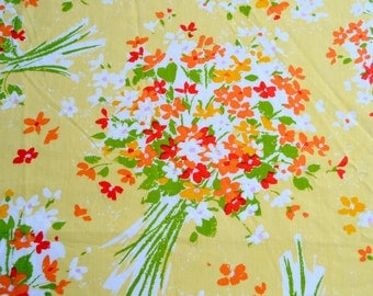 Vintage Bed Sheet - Red and Orange Flower Bouquets on Yellow - Queen Fitted