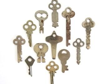 12 vintage keys Primitive and rustic keys Vintage flat keys Artist supply keys Small keys Odd flat skeleton keys Flat skelton keys, no. 14
