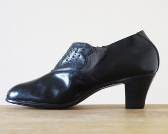 Black leather eyelet heels | 1930's by Cubevintage | size 36