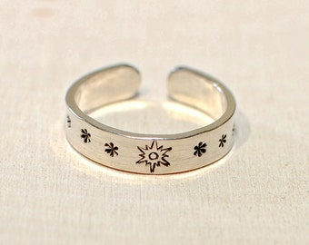 Sterling Silver adjustable toe ring with sunburst and stars - TR977