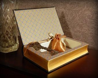 Hollow Book Safe (Ernest Hemingway Leatherbound)