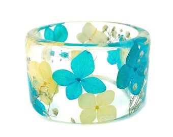 Size Medium Blue and Yellow Hydrangea with White Baby's Breath Botanical Resin Bangle.  Pressed Flowers. Personalized Engraved Jewelry