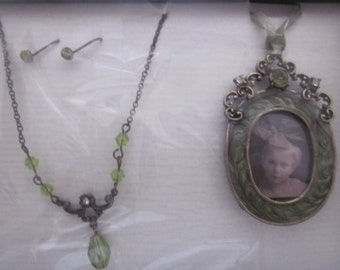 JEWELRY GIFT SET  Earrings Necklace Picture Frame Ornament