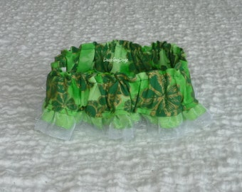 """Gold and Green Shamrocks Dog Scrunchie Collar with ribbon ruffle - S - 12"""" to 14"""" neck - TrY Me PRiCe"""
