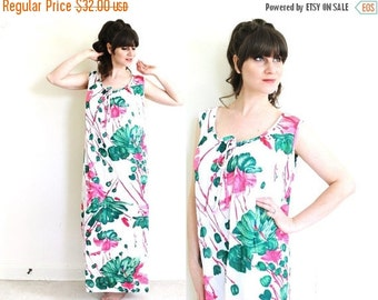 ON SALE Floral Nightgown / 1970s Nightgown / Size Extra Large