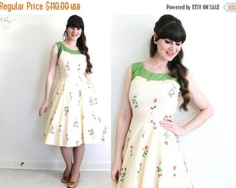 ON SALE 1950s Dress / 50s Spring Dress / 1950s Rose Print Dress