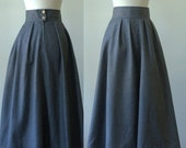 Vintage Wool Skirt Gray Midi Skirt Italian Skirt Italian Clothing 1970s Clothing Wool Midi Skirt Pleated Midi Skirt Size Small SM