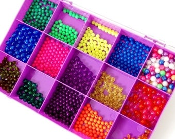 6- 8mm Plastic / Acrylic Plain and Faceted Round Beads with Plastic Craft Storage Organizer