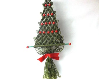 vintage 1970's macrame christmas tree wall hanging evergreen green red beads handmade mid century retro decorative home decor decorations