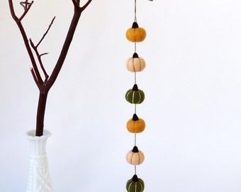 Harvest felt garland, miniature pumpkins : needle felted fall garland - persimmon orange, peach, dark forest green, Thanksgiving decor
