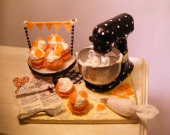 12th Scale Doll House Decorating Halloween Cupcakes Prep Board
