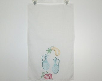 Vintage 1950s Tea Towel / 50s Ivory Linen Embroidered Tea Towel / 50s Linen Tea Towel With Veggie & Cruet Design