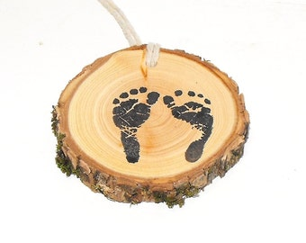 Sweet baby feet tags, Woodland Baby Shower ~ 10 baby feet hang tags ~  Wood slice baby footprint charms ~ Rustic baby shower decorations