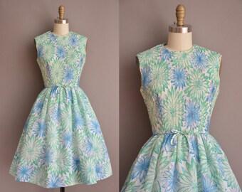 50s floral cotton full skirt vintage dress / vintage 1950s dress