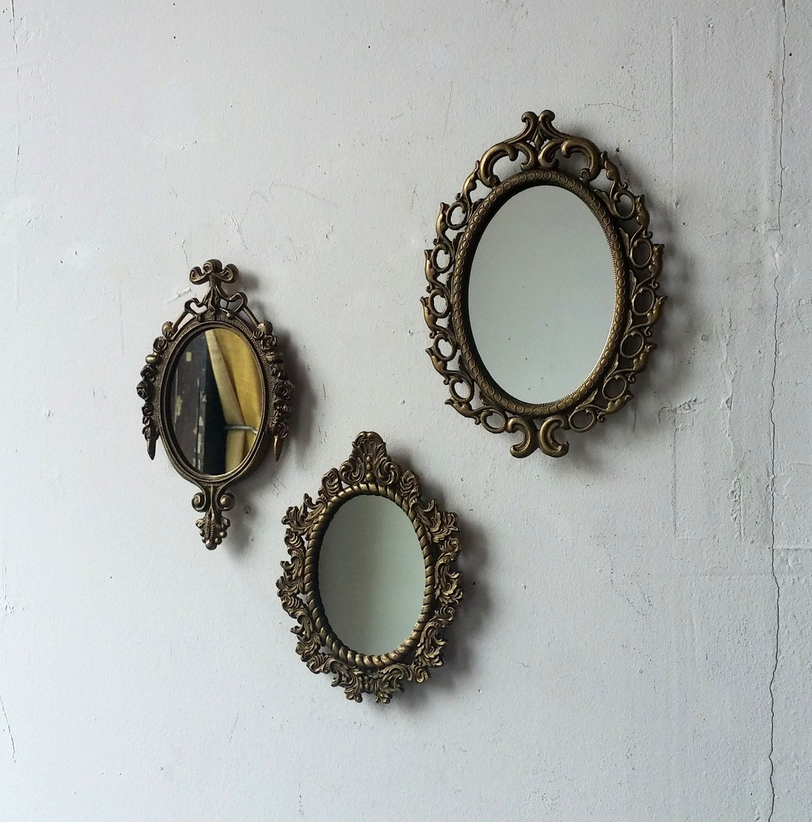 Vintage gold mirror set small decorative mirrors oval for Small decorative mirrors