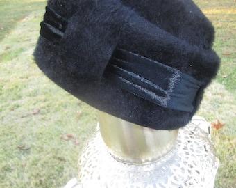 Vintage 1960s Mystere Black Faux Fur Velvet Hat
