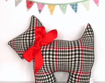 Scottie Dog Pillow / Scottish Terrier / Retro Home Decor / Dog Lover Gift / Vintage Flannel Plaid / Black, White and Red / Dog Pillow