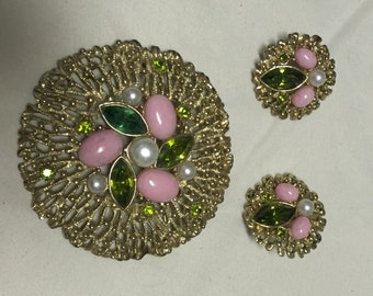 Gold Sea Coral with Green Rhinestones Pearls and Pink Cabochons Vintage SARAH COVENTRY Brooch and Clip Rarringd