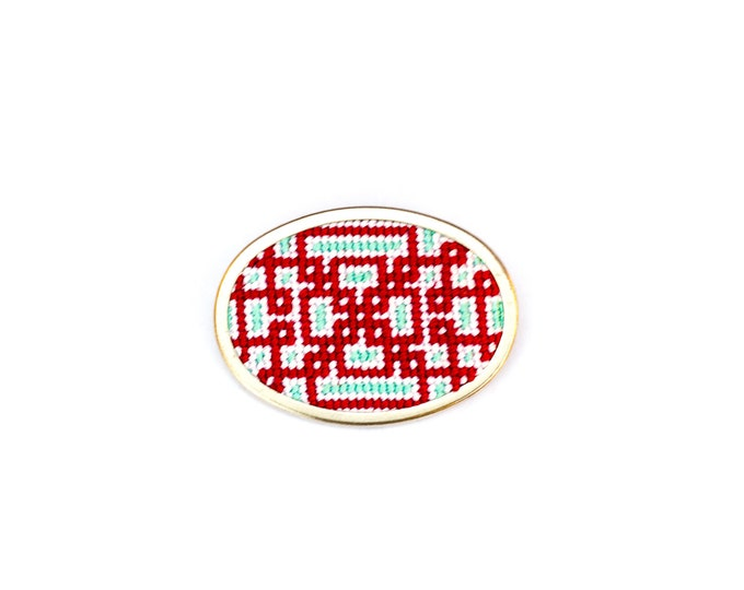 DIY Needlepoint Jewelry Kits: Knotwork Oval Pin